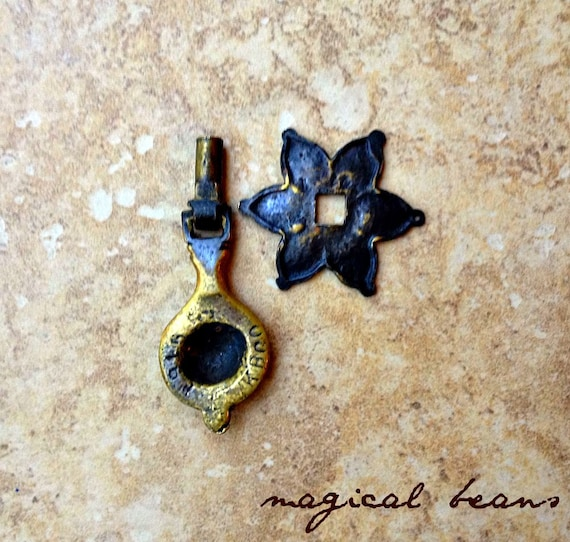 KBC Teardrop Drawer Pulls Gold Baroque Pendant Pulls Antique ...