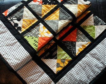 Modern Baby Quilt - Lap Quilt - Hand quilted -
