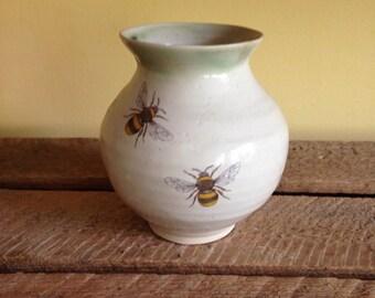 Bee sml pottery vase