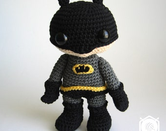 Batman amigurumi doll in his former outfit, embroidered logo. Removable panties. Height : approx 17cm