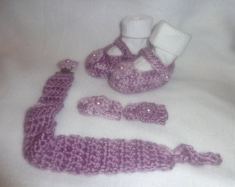 Shades of lavender mary jane booties with pacifier clip and hair clips
