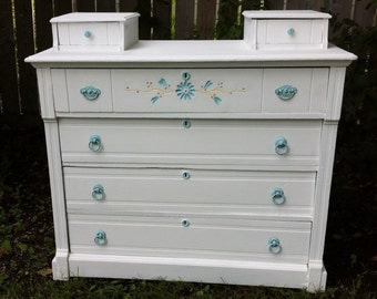 Antique White 6-Drawer Spoon-Carved Cottage Chic Dresser