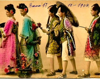 Lovely Original 1906 OOAK Gorgeously Hand Tinted Postcard / 2 Woman & 3 Men Dressed in 2 Maiko Geisha and 3 Assistants Traditional Costumes