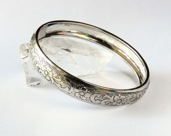 Vintage Silver  Bangle Bracelet with a Floral Pattern 185