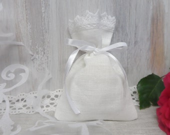 Linen favor bags. 60 Lace favor bags. Small gift bags. White linen bags. Lace bags
