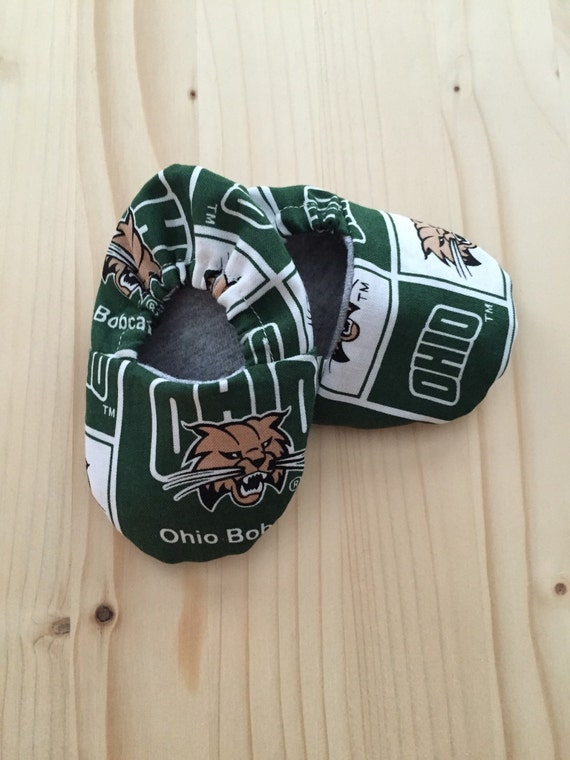 Cloth Baby Shoes / Baby Crib Shoes / Ohio  University Bobcats Pattern / Sizes: Newborn - 9 Months