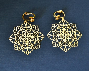 Gold Snowflake Filigree Earring Clip or Pierced Earrings, Gold Filigree Drop Earrings Clipon Earring Drop Clip On