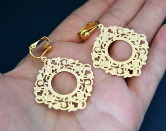 Lacy Gold Filigree Earring Clip or Pierced Earrings, Gold Filigree Drop Earrings Clipon Earring Drop Clip On