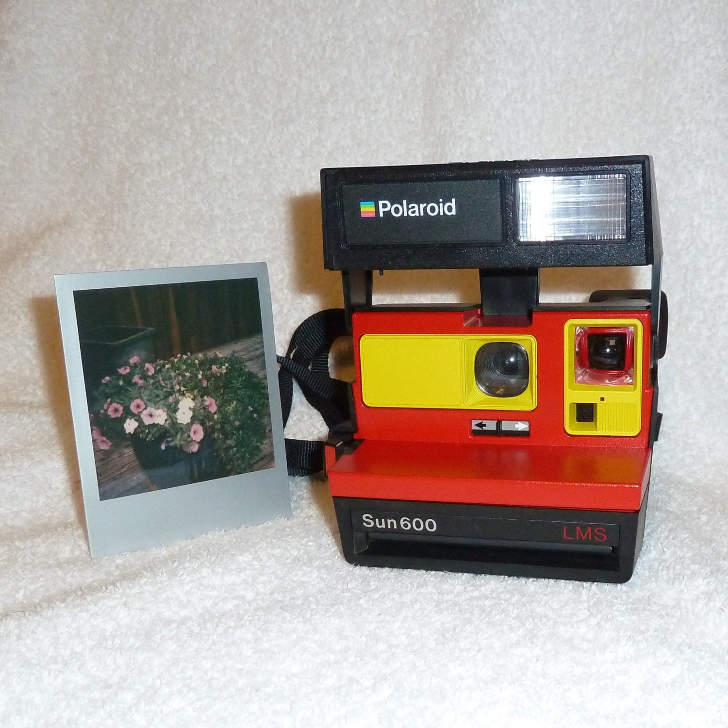 sun 600 polaroid camera ready to use upcycled with red and. Black Bedroom Furniture Sets. Home Design Ideas