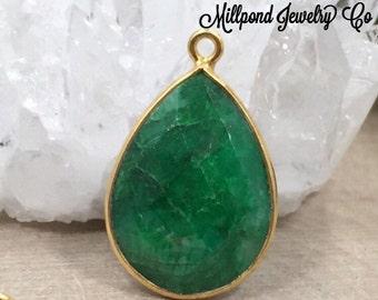 Emerald Bezel Pendant, Green Corundum Pendant, Bezel Teardrop Pendant, Bezel Pendant, 22K Gold Plated Pendant, Man Made, PG3038