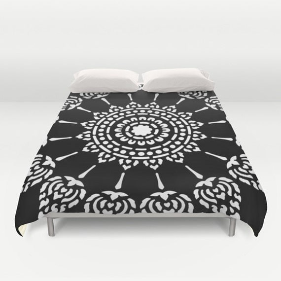 housse de couette de mandala de noir et blanc par aldarihome. Black Bedroom Furniture Sets. Home Design Ideas