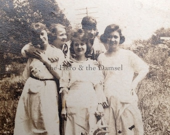 Five Girls in a Field, 20's Snapshot // Casual & friendly, friends side by side in white 20's or 30's farm dresses // Vintage photo 1920's