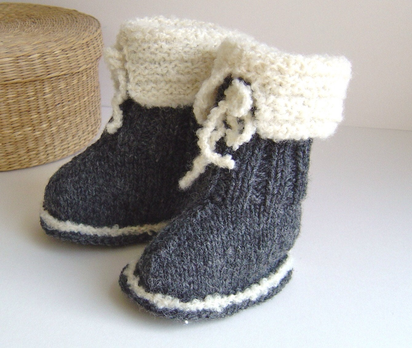 Knitted Baby Uggs Pattern : Knitting PATTERN Ugg Style Baby Boots Easy Knitting pattern