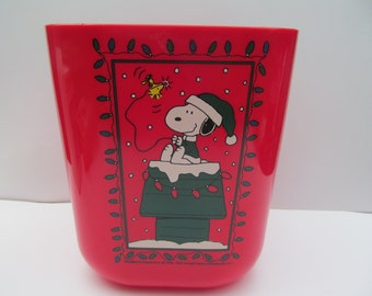 Peanuts  Snoopy  red Waste Basket - plastic  Snoopy Christmas  unused