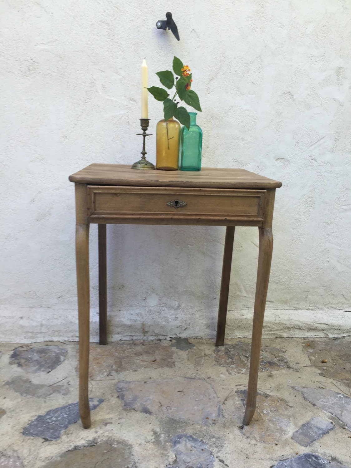 Table bureau table de nuit en bois massif 1920 vintage for Table bureau bois