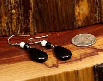 Black Onyx Earrings / Dangle Earrings / Vintage Earrings  (Item#EE189)