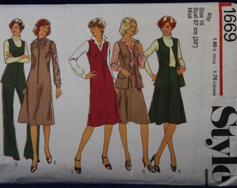 Vintage Sewing Pattern Style 1669 for a Woman's Pinafore, Tunic, Skirt and Trousers in Size 16