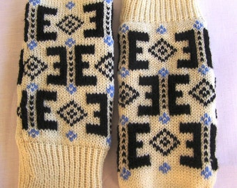Hand knitted wool mittens.Warm mittens.Double mittens.Mittens with lining .Black with white star ornament.Cristmas gift .Unisex mittens.