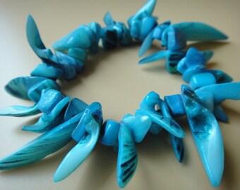 Blue Natural Shell Chips Stretch Bracelet