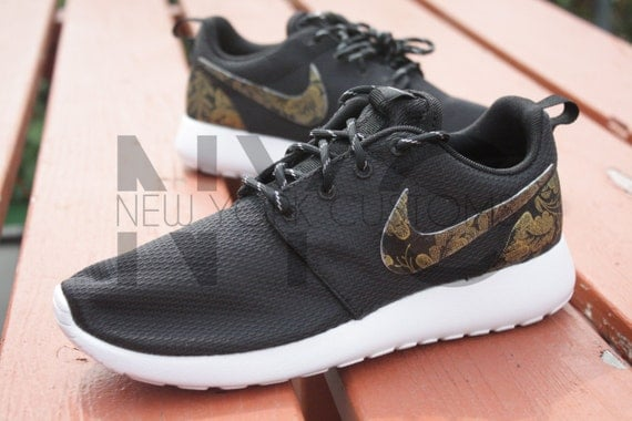 nike roshe run white and gold