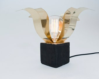 LJ LAMPS Alpha open PSI - luminaire made of brass and black concrete