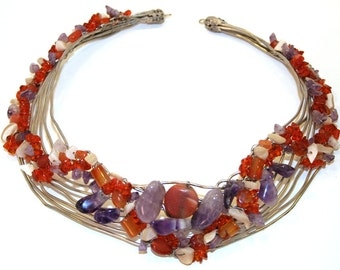 Choker necklace in silvered wire embroidered with semi-precious stones.