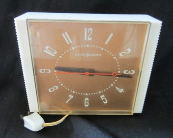 Canadian General ElectricMid-Century Wall Clock LK-40