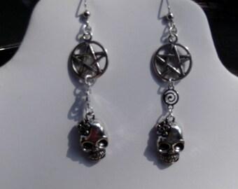 Halloween / New Age / Pentagram and skull earrings