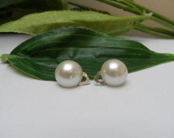 Girls Ivory Pearl Clip on Earrings, pearl earrings, ivory earrings, clip on earrings, wedding clip on earrings, bridal clip on earrings