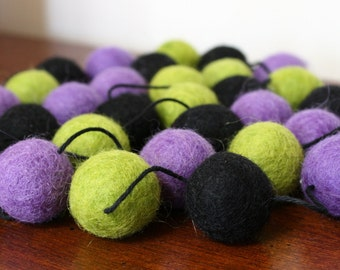 Halloween Pom Pom Garland, Purple Green and Black Felt Ball Garland, Holiday Banner, Halloween Party Decor