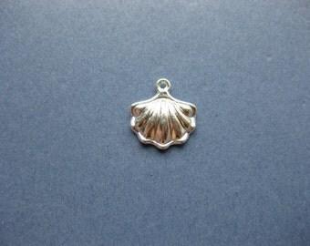 10 Sea Shell Charms - Sea Shell Pendant - Shell Charm - Shell Pendant - Shell - Sea Shell - Bright Silver - 15mm x 15mm -- (T5-10711)