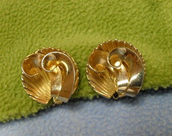 Beautiful Swoosh in a Shell Gold Clip Earrings