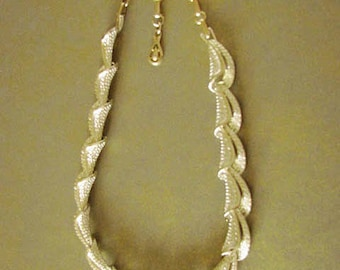 Coro Necklace - Textured Finish
