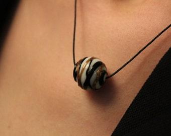 collier pendentif cordon noir