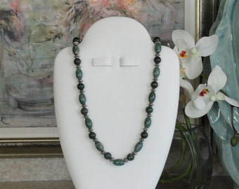 Green Jade beaded necklace  -  119
