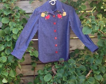 Womens Vintage Shirt 1970s Blouse Blue Embroidered Denim Chambray Size Small Flower Power Hippie Bohemian Embroidered