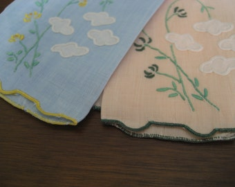 Set of 2 VINTAGE Applique and Embroidered Flower Blue & Peach Linen Finger Tip Hand Towels