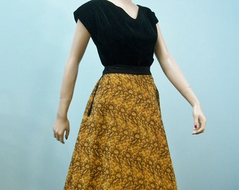 Vintage 50s Full Skirt . Mustard Gold Corduroy with Black Embroidered Paisley Print . Decorative Trimmed Pockets . M L