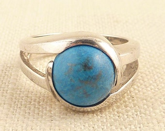 SALE ----- Size 7 Vintage Sterling Blue Stone Simple Ring