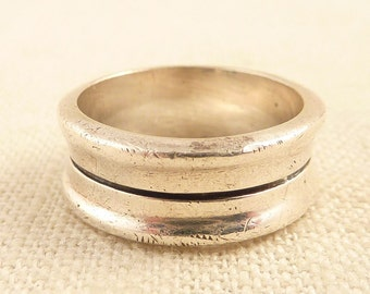 SALE ----- Size 8 Vintage Sterling Carved Band Ring