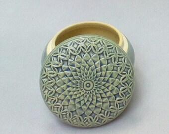 Sky Blue Hand Carved Diamond Lidded Jar Jewelry y Box