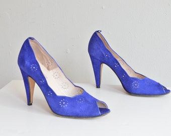 Vintage 1980s made in ITALY blue suede pumps / 9