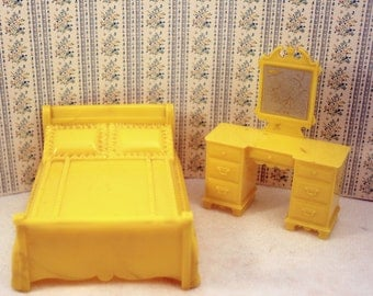 Marx Plastic Dollhouse Furniture Bed and Vanity Dresser Marxie Mansion Yellow