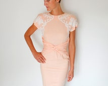 Vintage 40's peach day dress, white lace appliques, button up the back, shoulder pads, twisted fabric detail at waist - Small / XS