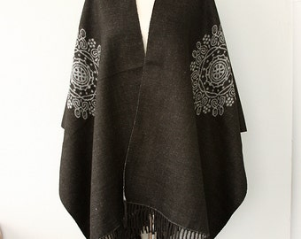Blanket cape Gray grey poncho Autumn fall fashion Winter wrap Boho chic Native cape Women clothings Modern minimalist Holiday Christmas gift