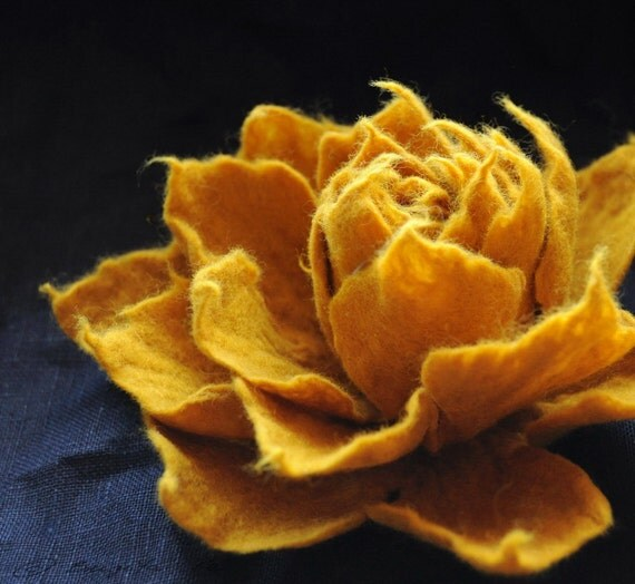 Mustard yellow flower, Honey Yellow Flower Brooch, Felt flower, Floral Accessories, Large felt flower, Merino Wool Pin, Floral brooch