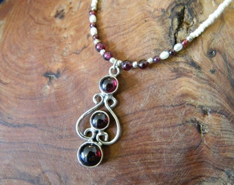 Garnet and freshwater pearl necklace, with garnet and silver pendant
