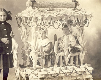 Children In a Fantastic THANKSGIVING FLOAT Made of CORN Stalks Photo Postcard Circa 1910