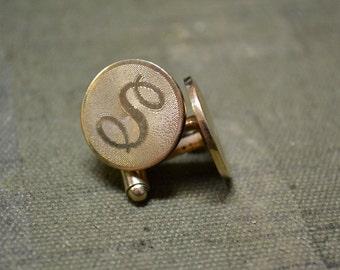 "1960s ""S"" Round Gold Cuff Links"