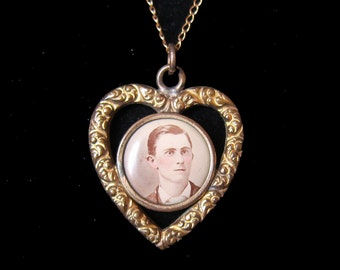 Antique Sweetheart Pendant Necklace Heart Shaped with Picture